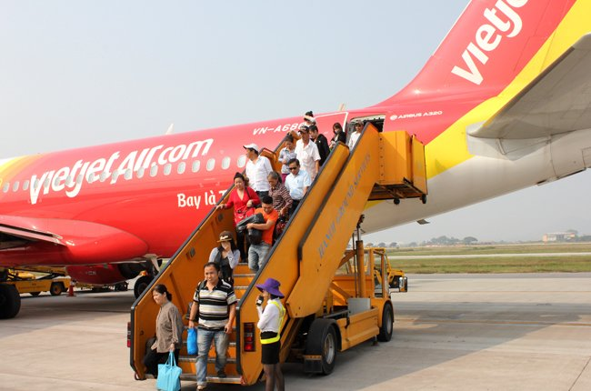 Từ vụ việc Vietjet Air từ chối phục vụ người khuyết tật: cần xem xét bỏ thủ tục phiền hà đối với người khuyết tật khi đi máy bay