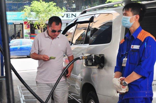 Có nên tăng thuế môi trường đối với xăng dầu?