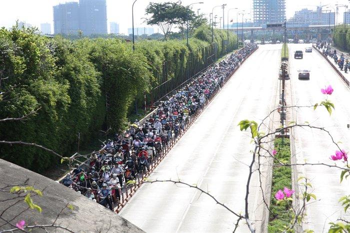 ホーチミンのトンネルでバイクの渋滞が多発