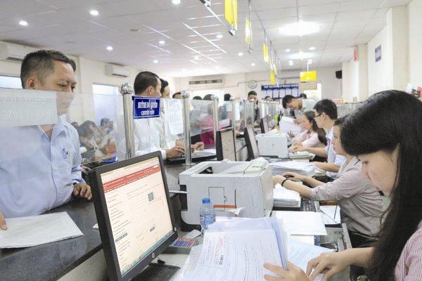 Với những thủ tục hành chính đơn giản, các cơ quan nên áp dụng ngay dịch vụ mức độ 4 để doanh nghiệp thấy được những bước tiến trên con đường xây dựng Chính phủ điện tử. Trong ảnh: Doanh nghiệp là thủ tục đăng ký kinh doanh. Ảnh: QUỐC HÙNG