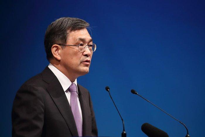 CEO hãng điện tử Samsung bất ngờ từ chức - ảnh 1