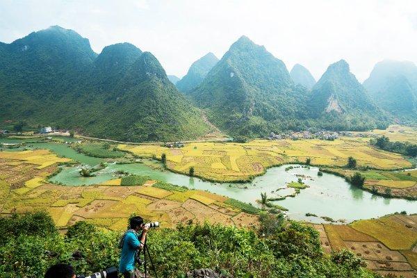 Cảnh đẹp dọc sông Quây Sơn luôn thu hút các nhiếp ảnh gia.