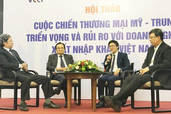 Các chuyên gia đã phân tích về tác động của chiến tranh thương mại Mỹ - Trung với doanh nghiệp Việt Nam. Ảnh: Minh Tâm